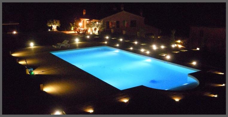 illuminare la piscina