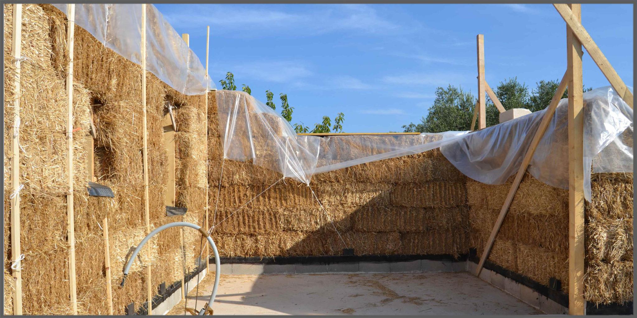 Costruire una casa in paglia sfatiamo il mito dei 3 for Piani di casa di balle di paglia
