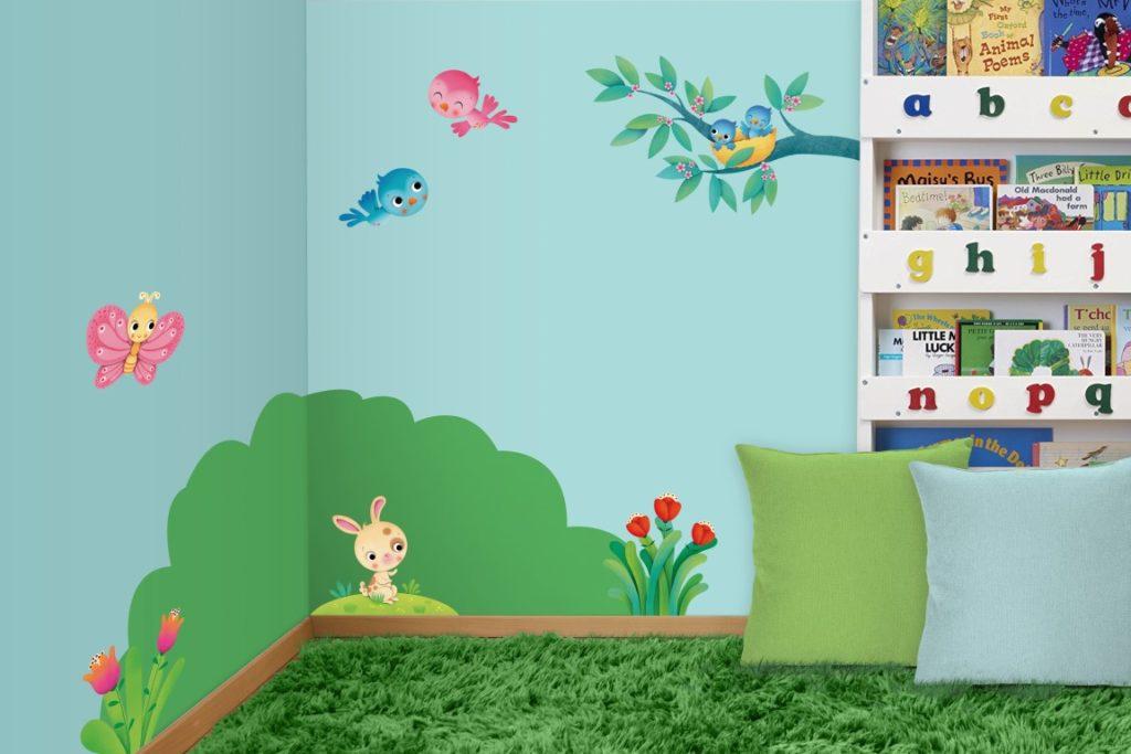 muro ad angolo decorato in  una cameretta  per bambini