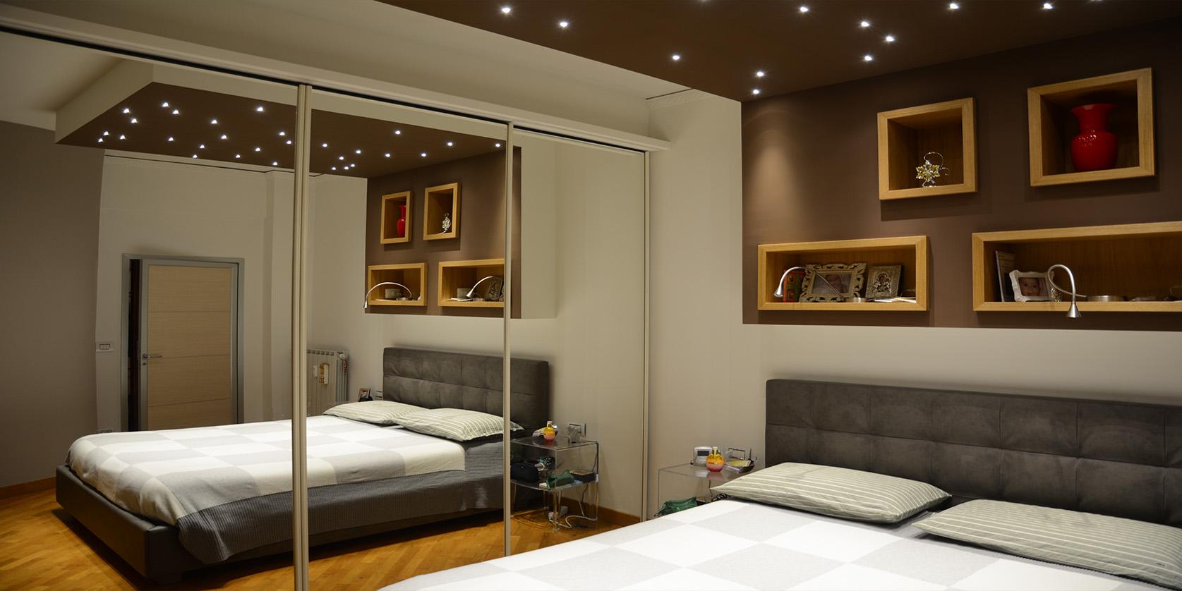 realizzazione di una camera da letto con elementi di architettura che fungono da conteniotori