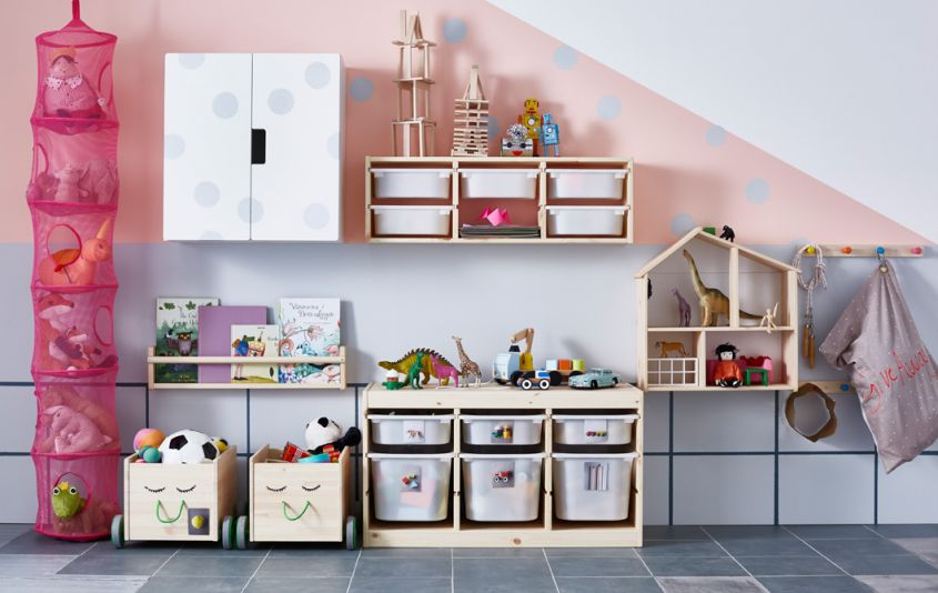 contenitori per giocattoli in una cameretta